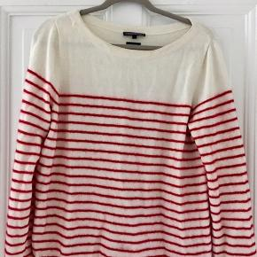 New price 800 dkk   Cotton cashmere   Originally says size L, fits more a medium