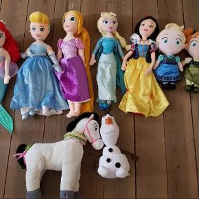 Stor Disney bamse dukker pakke.  Sælges kun samlet.  Dukkerne er godt brugt, nogen af dem er slidt i stoffet/ hullet Se billederne.  Prisen er sat derefter og er meget billigt.  Fast pris + evt fragt.