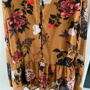 Langærmet skjorte - helt ny med prismærke