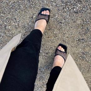 Zara net sandaler - str 38, normale i størrelsen. Brugt nogle gange men hovedsageligt indendørs - alle billeder er mine egne