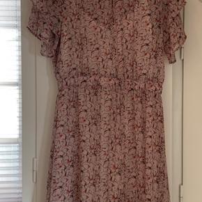 Rigtig fin kjole fra Prepair med tilhørende underkjole. Brugt 2 gange.