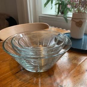 Flotte skåle fra Rosendahl  4 stk. men lille skår i den ene, derfor følger den bare med ekstra.
