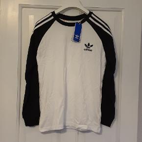 Lækker langærmet T-shirt fra Adidas str. 13-14år/164 Aldrig brugt og stadig med tags.