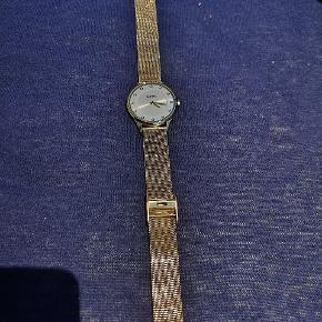Sælger mit lorus ur, I guld med små sten, ny pris 799. Justerbar i rem. Byd