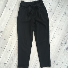 Sorte bukser i er løst fit fra Zara