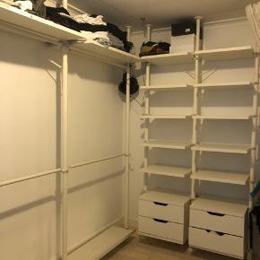 Komplet reolsystem fra STOLMEN (Ikea)  2 x skohylder 110 cm lang 2 x hylder 55x50 cm  2 x kommode 55x50 cm med 2 skuffer i hver  10 x hylder 55x50 cm  6 x stolper 210x 330 cm kan reguleres