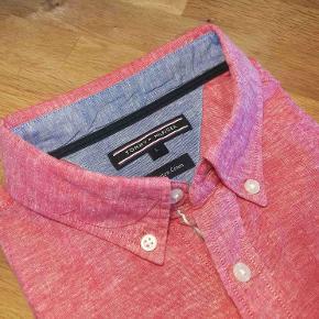 Super lækker sommer skjorte med korte ærmer. Blandingsprodukt... Bomuld og Hør. Nypris: 1000,-