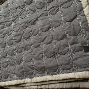 HAY sengetæppe til børn 125x175 cm. BABY DOT. Gråt