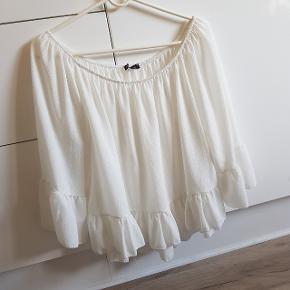 Smuk hvid loose top / bluse, fejler intet, sendes med Dao:)