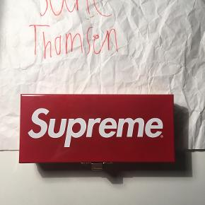 Supreme Metal Storage Box Small  Str Small  Cond 8/10 (Brugt til at opbevare mønter)  https://www.instagram.com/sold_by_sune/