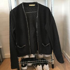 Blazer/jakke fra Le Grenier  Købt i Loftet til 800kr Brugt 1 gang Byd:)