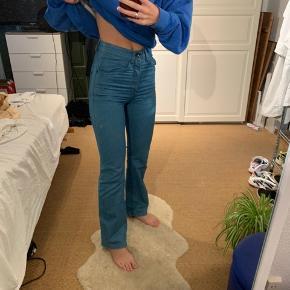 Sælger disse bukser fra Tiger of sweden, da de er købt for små. Der lidt strecht i, kom med et bud