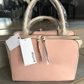Stor lyserød taske med mange rum 😊