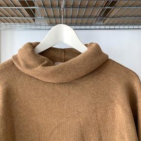 Brun trøje med høj hals fra h&m i str xs.