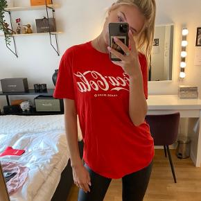 G'et a free Coca-cola cover for your cola with this t-shirt