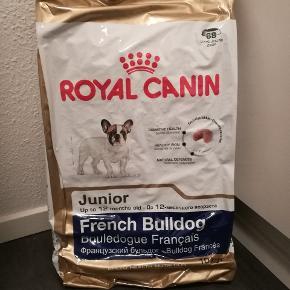 En uåbnet sæk Royal Canin French Bulldog junior hundefoder på 10 kg med holdbarhed til den 13.1.2020 og en gratis dåse Royal Canin starter mousse på 195 g med holdbarhed til den 25.5.2020.Kan hentes i Odense N eller leveres i Odense for 20 kr. ekstra :)