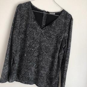 Sød bluse fra Only, er som ny :)