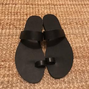 Fineste håndlavede læder sandaler. Lavet hos skomager på en ferie. Enkel og fin.  Køber betaler Porto.