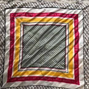 Silke tørklæde fra Lala Berlin. Kun brugt 2-3 gange, og fremstår derfor som nyt.