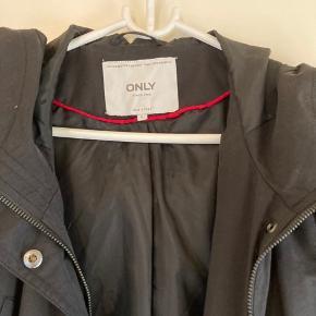 Lækker overgangs jakke fra only. Aldrig brugt .