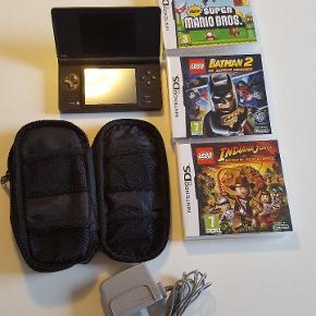 Nintendo DS med oplader,hukommelseskort, spil og taske.