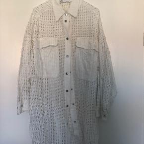 Super cool skjorte, som også kan bruges som kjole. Brugt et par gange.