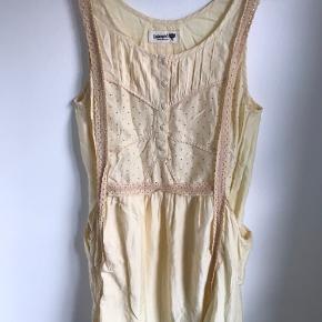 Smuk vintage kjole med lommer i siden