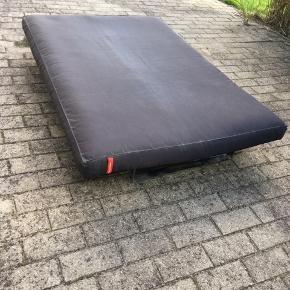 136x200cm seng/sofa Mindste pris 500kr Kan bringes ud mod betaling.