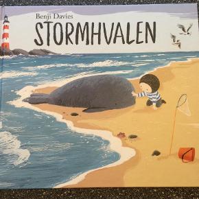 Brand: Stormhvalen  Varetype: Børnebøger Størrelse: 2 år Farve: Multi Oprindelig købspris: 150 kr.  Jeg sælger denne billedebog som er fra 2 år. Den er aldrig brugt og ser derfor ud som ny! Jeg sælger også En Vinter Med Stormhvalen