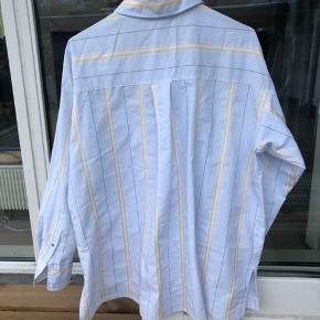 Oversize skjorte, der med fordel kan anvendes som kjole!