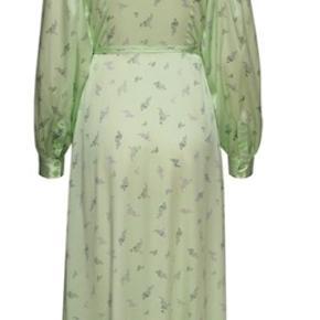 Smukkeste silke stretch kjole.  -aldrig brugt