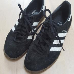 Skoene har kun været brugt indendørs.