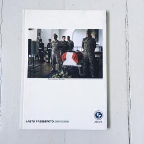 Årets Pressefoto bog, fotobog, fra 2007/2008. Med alle vinderne fra det år.