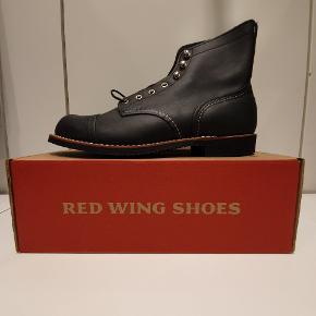 Red Wing 8084 us10.5 euro 43.5  Ikonisk støvle fra Amerikanske Red Wing, håndlavede støvler i høj kvalitet.  Prisen er fast