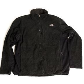 The North Face sweatshirt til salg. Perfekt til vintersport.  Str: XL / XXL  Condition: 7/10  Hvis du bor i Aalborg er du velkommen til at prøve.