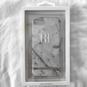 Richmond & Finch cover Til IPhone 7 Hvid/sølv marmor Aldrig taget ud af indpakning. Mindstepris er 150 eks. fragt