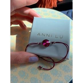 Swarovski armbånd med lilla sten. Aldrig brugt  Bytter ikke - sender kun  🌸 Mp: + fragt 20kr