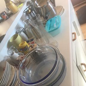 Lot de vaisselle comprenant tasse assiette plat faitout .... tout ce que vous voyez en photo