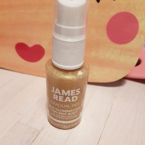 James Read Tan Mist 30 ml. Aldrig åbnet Selvbruner med glansfuld highlight og shine.  Tørrer hurtig og holder i op til 5 dage.
