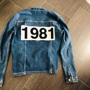 * smart denim jakke str 50= L 😀 * brugt 2 gange - derfor som ny 👍🏻  Nypris 799kr