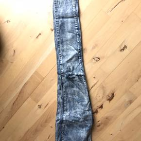 Leggings bukser med huller ved knæ str s/m. Brugt, men fejler ingenting  Afhentes i Glostrup eller sendes 📦 Se flere ting på min profil - følg gerne 🌼🐝