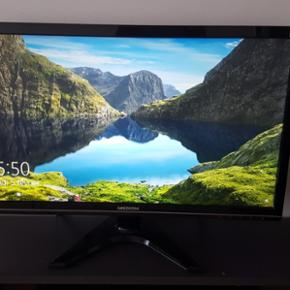 """Moniteur Medion Vision Écran LCD 23.6"""" (59.9 cm) Rétroéclairage LED Haut-parleurs intégrés  Full HD 1080 Câble VGA  Câble DVI Câble audio Dans carton d'origine  Garantie jusqu'à 25.11.2018 En très bon état  Aprendre sur place"""