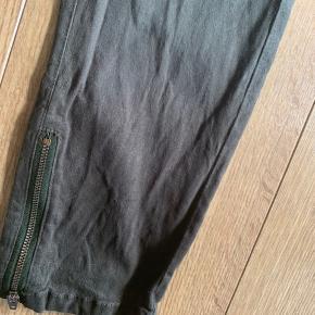 Lækre bløde bukser fra Pulz Kun brugt få gange  Lækker mørk/oliven grøn farve  #30dayssellout