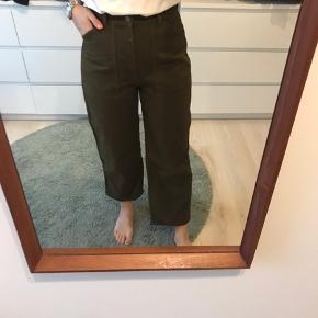 Other stories mørke grønne ankel korte jeans med vidde ben. Ikke brugt særlig meget og fremstår som nye :)