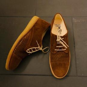 Nye Angulus sko i brun ruskind str 39,5. Nypris 1299kr  Køber betaler Porto.