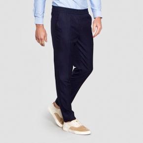 """Fede trousers i 100 % uld fra Harmony Paris.  Modellen hedder """"Paolo"""". Google for flere billeder. Nypris 1500 kr.   Brugt en enkelt gang og fremstår helt som ny."""