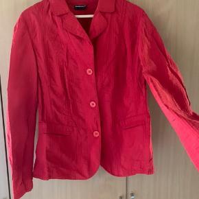 Mega lækker blazer jakke fra Samoon. Perfekt stand, gået med meget lidt. Kom evt med bud😊