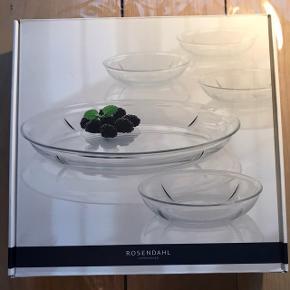 Sælger Rosendahl Grand Cru sæt; et serveringsfad og 4 isasietter. Nypris er 400 kr. Aldrig brugt, fik det i studentergave.