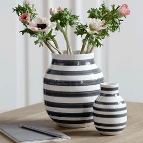 Kähler vase i hvid/grå 20 cm høj. Står som ny