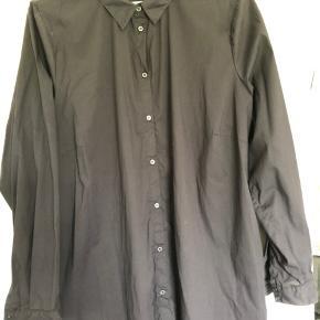 Sort skjorte fra Zizzi